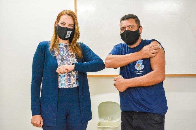 Garis de Conquista são vacinados contra a Covid-19 no dia em que são homenageados