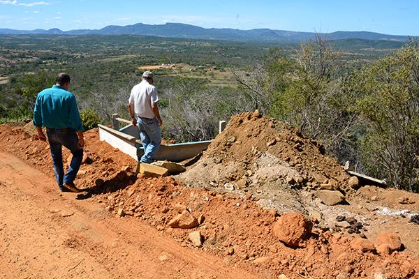 Serviços em alguns pontos da estrada vão garantir o escoamento das águas