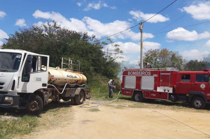 Corpo de Bombeiros e Prefeitura controlam incêndio no Parque Ambiental do Rio Verruga