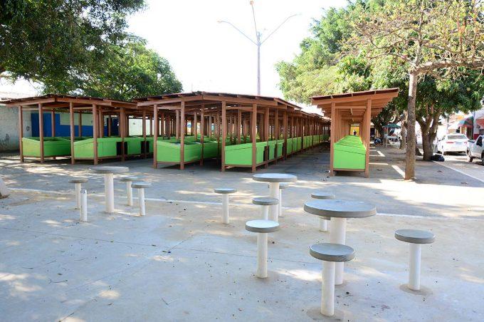 Prefeitura entrega 119 barracas padronizadas a feirantes da Urbis VI