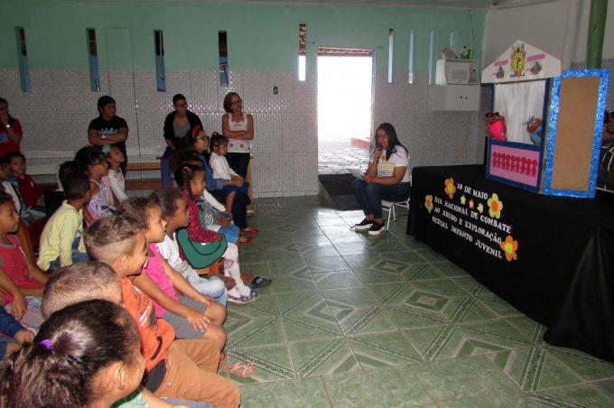 Cras realizam teatro de fantoche para alertarem crianças contra a violência sexual