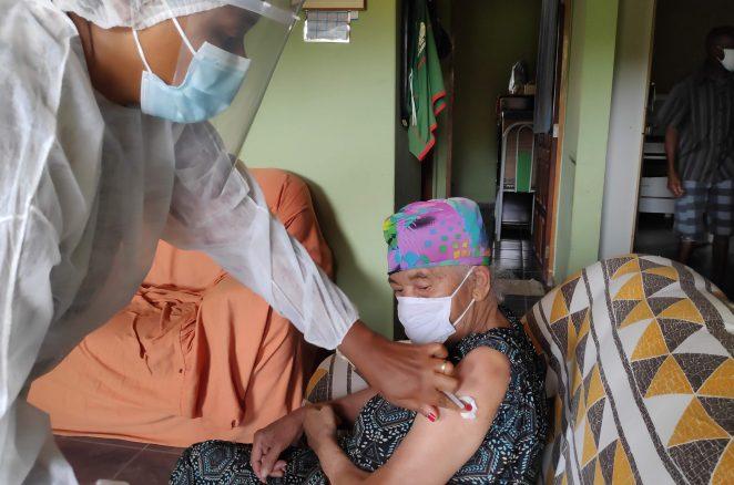 Mais de 7.500 idosos foram vacinados em domicílio e na zona rural de Conquista