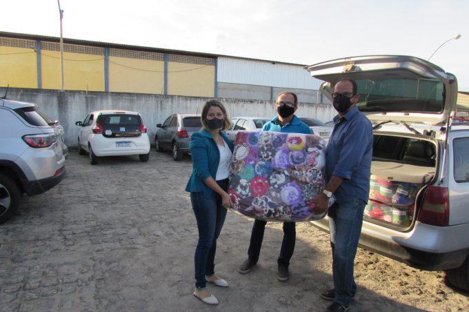 Secretaria de Desenvolvimento social recebe doação de cobertores da Obase