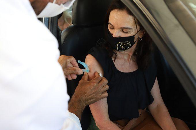 Vitória da Conquista vacina 69.750 pessoas e ação continua nesta segunda (10)