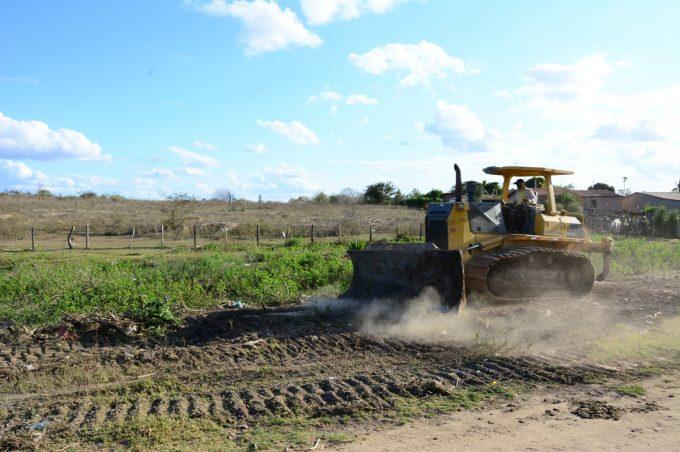 Prefeitura constrói canal de escoamento de água no distrito de São João da Vitória