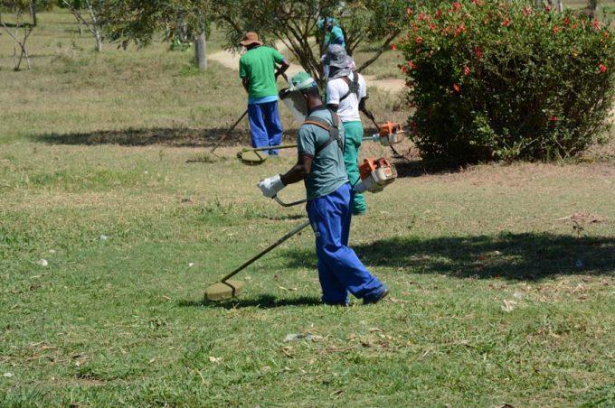 Parque Lagoa das Bateias recebe mutirão de limpeza