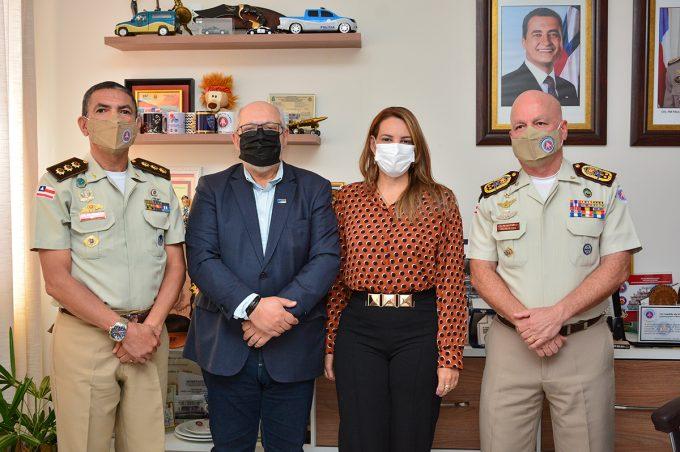 Assinado convênio para implantação do sistema de ensino do Colégio da Polícia Militar na rede municipal