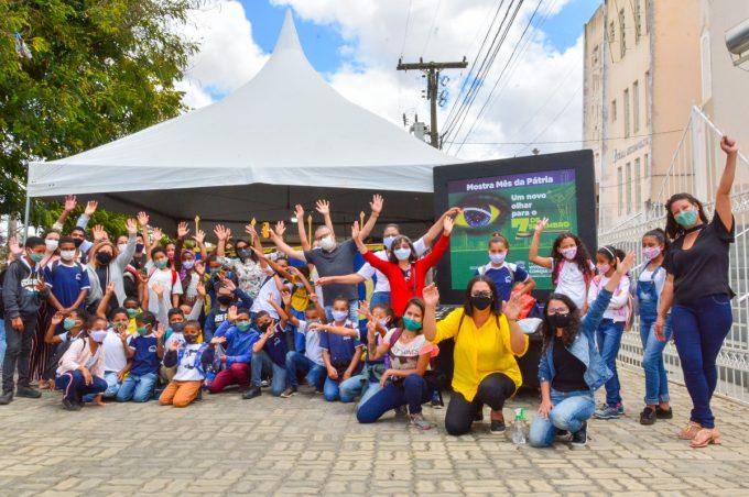 Alunos da Escola Maria Leal, do Capinal, visitam a mostra Semana da Pátria e levam experiência para aplicar em sala de aula