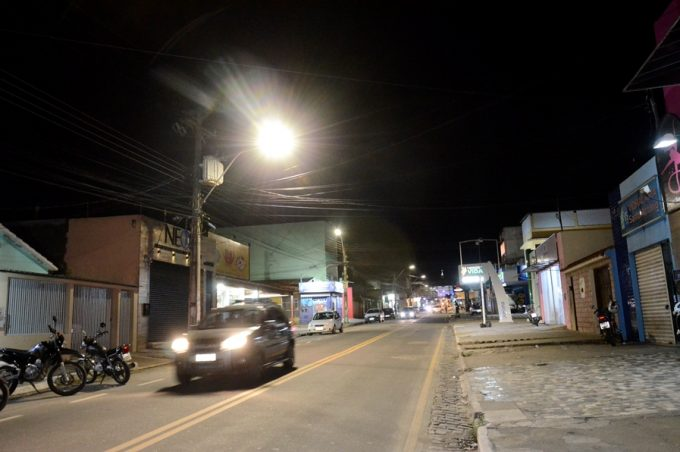 Prefeitura Municipal implanta iluminação de LED na Avenida Frei Benjamin