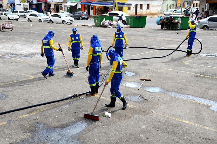 Prefeitura promove mutirão de limpeza nas feiras livres