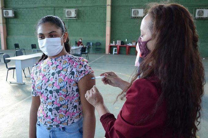 Com liberação da CIB, SMS aguarda novas doses para retomar vacinação de adolescentes sem comorbidades
