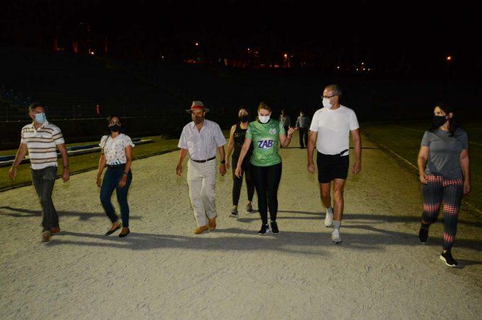 Prefeitura amplia horário para caminhada e prática de atletismo no Lomantão