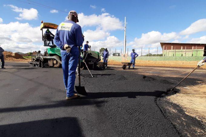 Após 30 anos de espera, asfalto chega ao Conveima: obras avançam e o passado de poeira vai ficando para trás