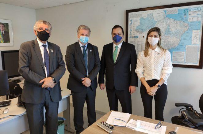 Herzem Gusmão consegue, em Brasília, dez novos respiradores para Vitória da Conquista