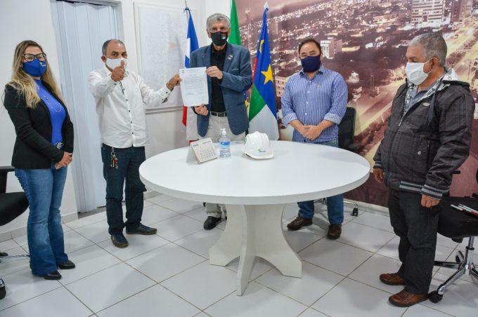 Drenagem e pavimentação: Ordem de Serviço para as obras do Nossa Senhora Aparecida é assinada