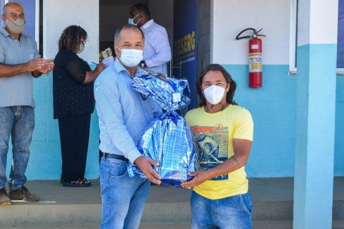 Em clima natalino, Prefeitura presenteia filhos e servidores do Deserg