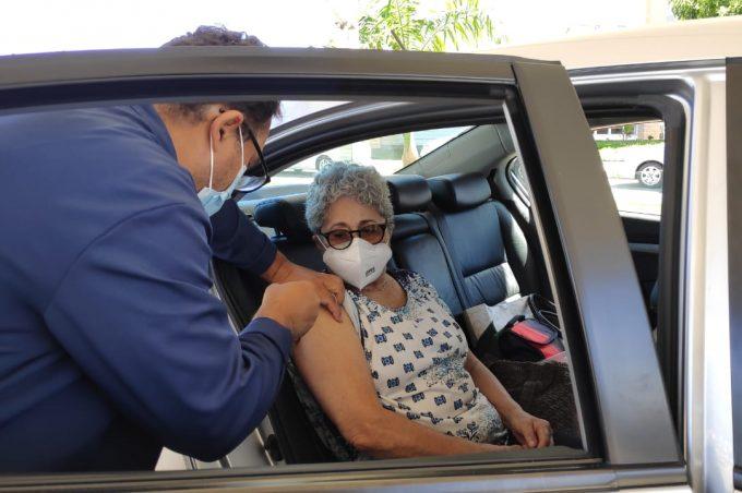 Estoque de vacinas para idosos a partir de 80 anos foi esgotado em primeiro dia de vacinação