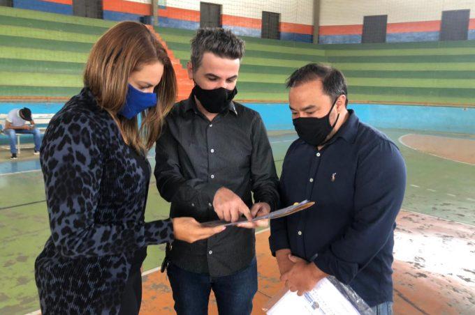 Prefeita vistoria o Ginásio de Esportes Raul Ferraz visando a reforma e ampliação do equipamento