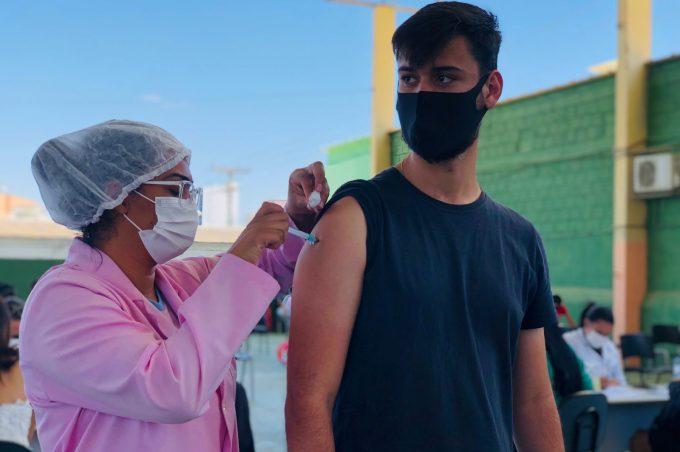 Vitória da Conquista vacinou mais de 98% da população maior de 18 anos com 1ª dose contra Covid-19