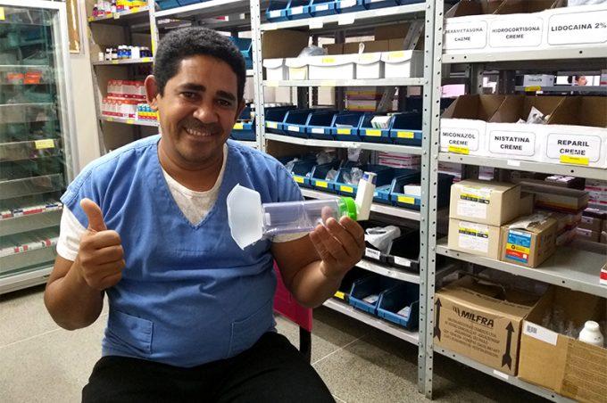 Esaú Matos: Funcionário da Farmácia desenvolve espaçadores infantis artesanais